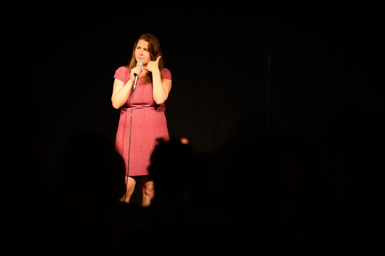 Isabel Meili auf der Bühne von KU.BA im Marchfeld